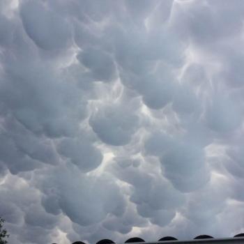 Mammatus en avance de l'orage